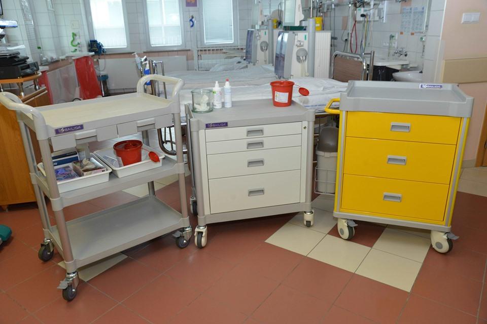 Dzięki aukcji obrazów kupili wózki do dystrybucji leków